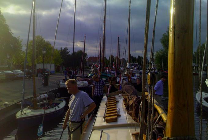 Skûtsje tjalk platbodem huren met of zonder schipper huren in Langweer, Friesland
