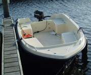 Toervisboot met buitenboord motor