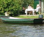 Stalen roervisboot