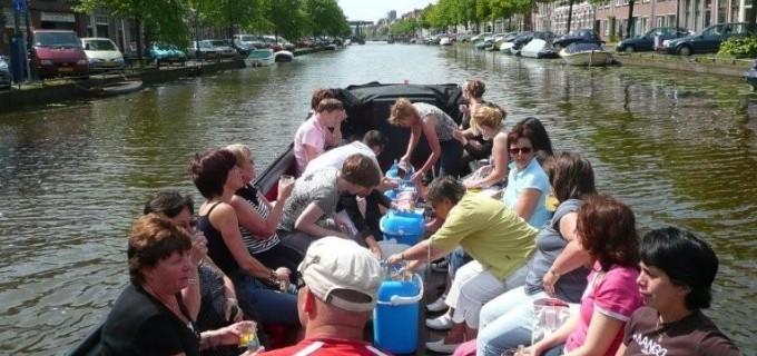 Rondvaartboot Hare majesteit huren in Roelofarendsveen, Zuid-Holland