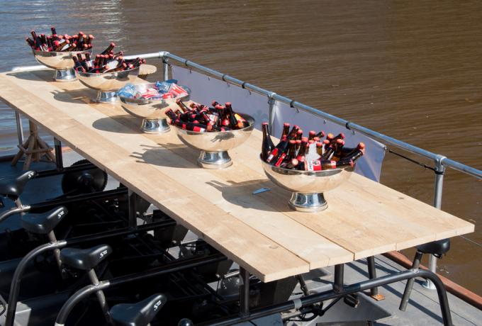 Partyboot / Groepswaterfiets huren in Breda, Noord-Brabant