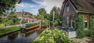 boot varen in Giethoorn