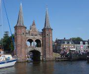Een Motorboot Huren in Friesland